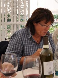 Myriam Alpes de Haute-Provence vous livre la recette des croquants aux amandes : ingrédients: 150g d'amandes coupées en 2, 200g de sucre, 300g de farine, 1/2 verre de fleur d'oranger, 50g de beurre fondu, 2 oeufs entiers. Dans un saladier, mélanger :sucre, beurre, oeufs. Ajouter : amandes, fleur d'oranger, farine. Faire des petits rouleaux. Cuire thermostat 6/7 sur une plaque beurrée(environ 30mn). Quand les rouleaux commencer à dorer, les laisser tiédir puis les couper, remettre un petit moment au four bien chaud pour brunir. Bien dorer. Vous n'avez plus qu'a déguster!